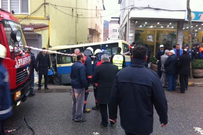 Sarıyer'de minibüs faciası: 1 ölü 14 yaralı
