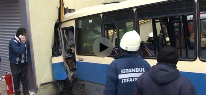 Minibüs kazasının görüntüleri ortaya çıktı - VİDEO