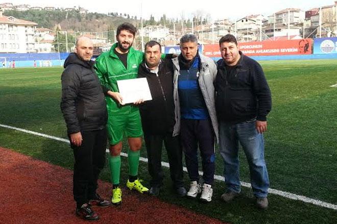 Bahçeköy'ün kalecisi Uğur'a Fair-Play ödülü
