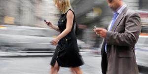 ABD'deki Yeni Yasa Tasarısıyla Telefonla Yürüme Yasaklanıyor