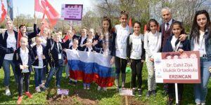 Çocuklar barış için Sarıyer'de fidan dikti