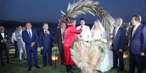 Assos'ta dillere destan bir düğün