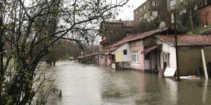 Ayazağa'da dere taştı, evleri su bastı