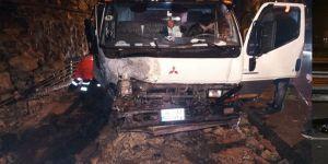 Sarıyer'de istinat duvarı aracın üzerine çöktü