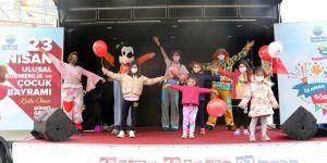 Sarıyerli çocuklar bayramını kutluyor