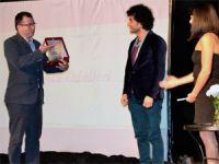 Tiyatro Gazetesinden Sarıyere 2 ödül