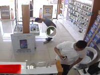 Cep telefonu çalarken kameraya yakalandılar - VİDEO