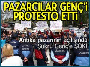 Pazarcılar Genç'i protesto etti