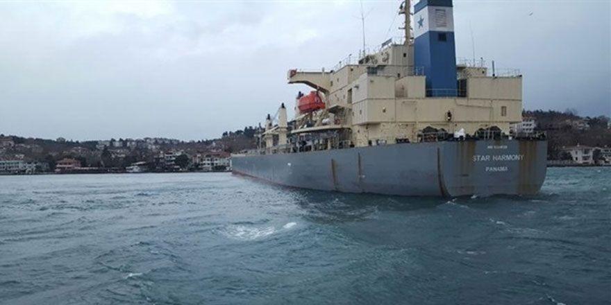 Yeniköy'de korkutan görüntü! Gemi karaya oturdu