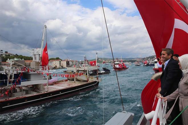 Yüzlerce tekne ile demokrasi turu